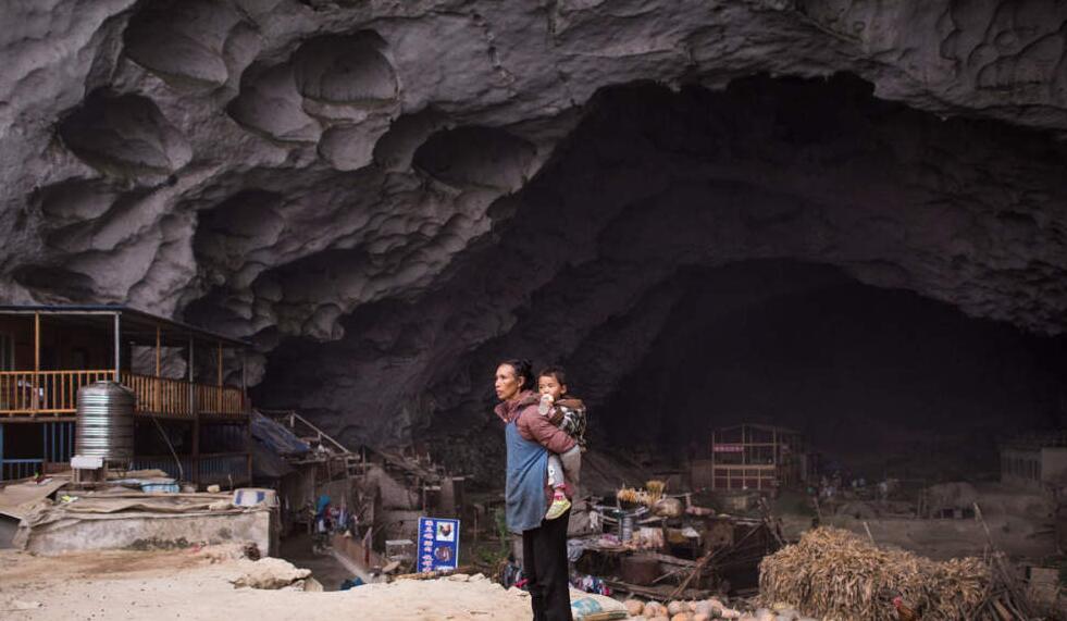 """中国最后一个""""洞穴村"""":穴居150年"""