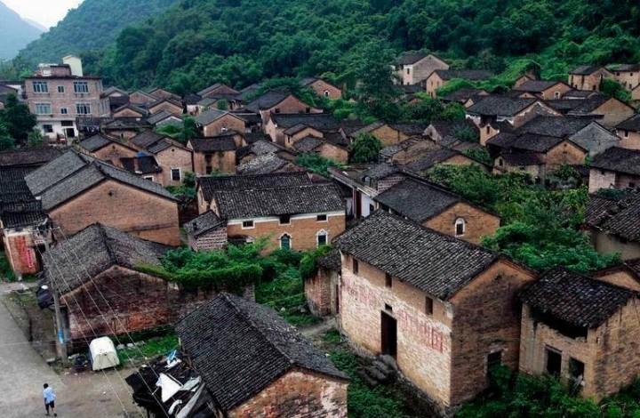 中国标语第一村:穿越历史